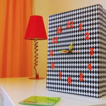 Diy shoebox Table Clock