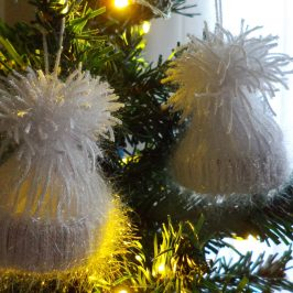No knit cap ornaments:Guest post @Decor Asylum